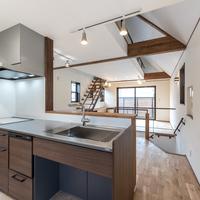 新築事例20-O邸~黒のアイアンと無垢材が調和した家~のサムネイル